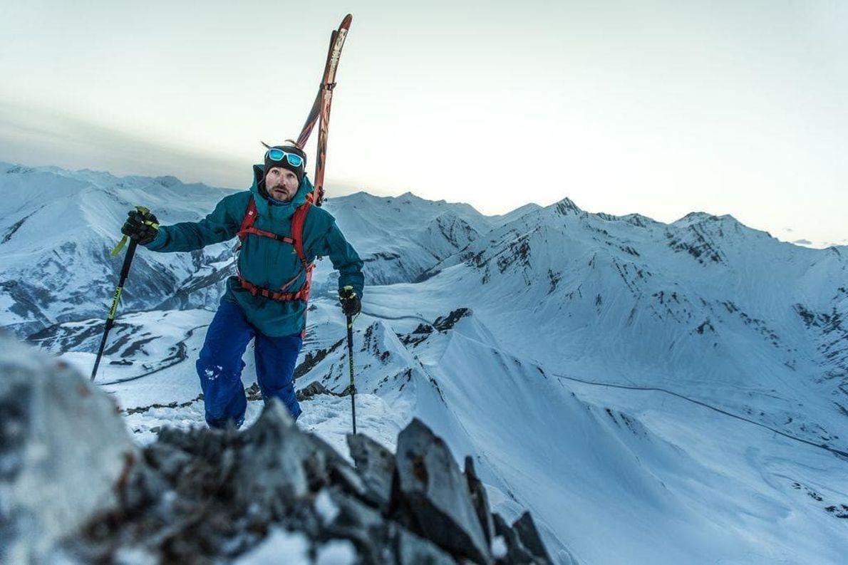 Exploraba la remota y salvaje cordillera del Cáucaso en Georgia junto a un grupo de esquiadores ...