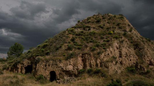 Miles de personas viven en estas antiguas cuevas en España