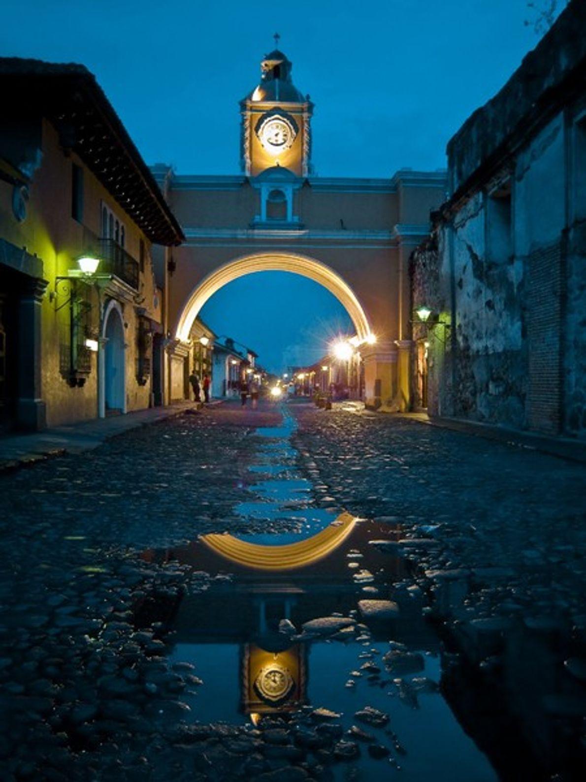 Arco de la Merced en la ciudad de Antigua Guatemala. (Esta foto y epígrafe fueron enviados a ...