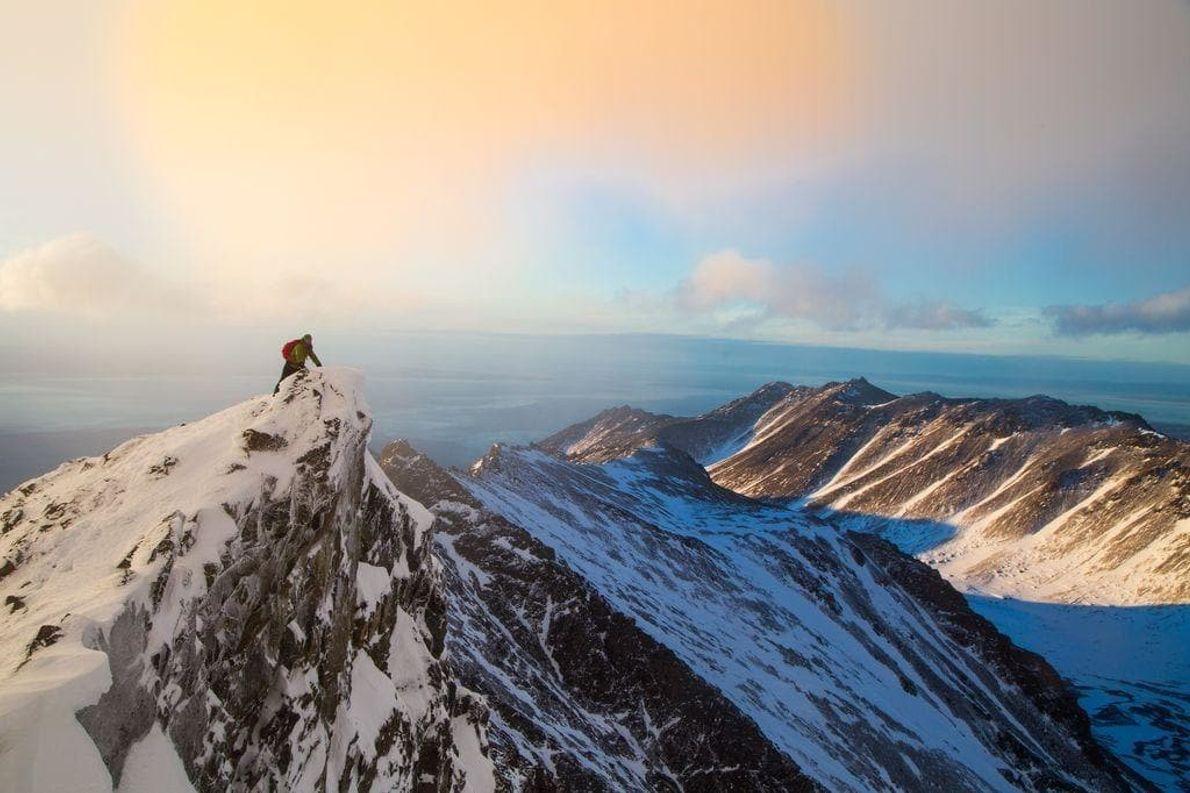 Saqué esta foto mientras descendía del pico South Suicide, en el parque estatal Chugach, Alaska. Las ...