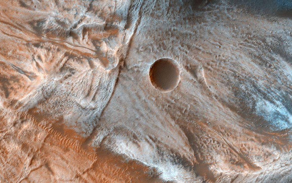 Es común encontrar características de flujo viscoso y ondulado en las bases de laderas en las ...