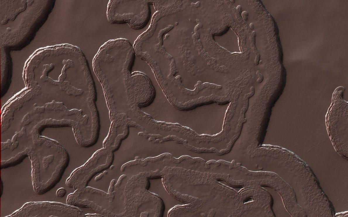 Muchos paisajes de Marte contienen características que son similares a los que encontramos en la tierra, ...