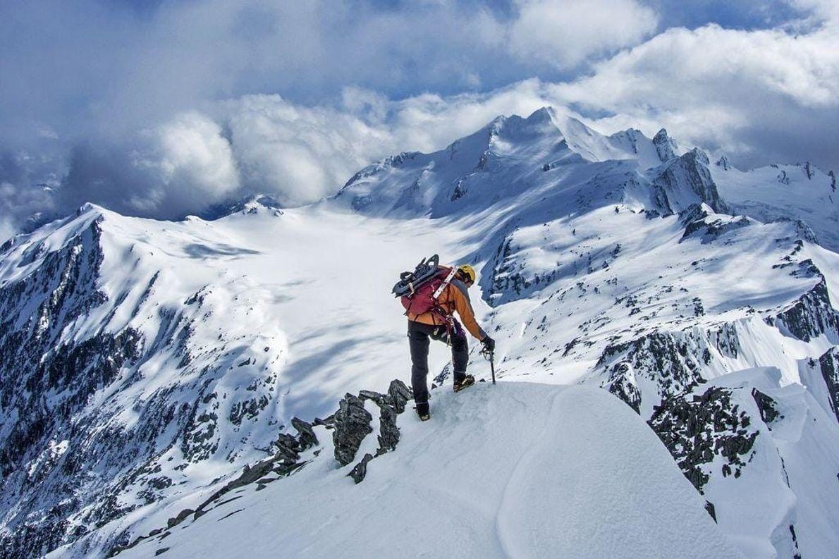 El monte Brewster (derecha) y Top Heavy (izquierda), con el glaciar Brewster en medio. La cima ...