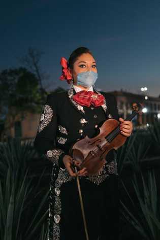 Mónica Rivera Zuñiga es madre de dos hijos y mariachi de tercera generación. Su madre, con quien ...