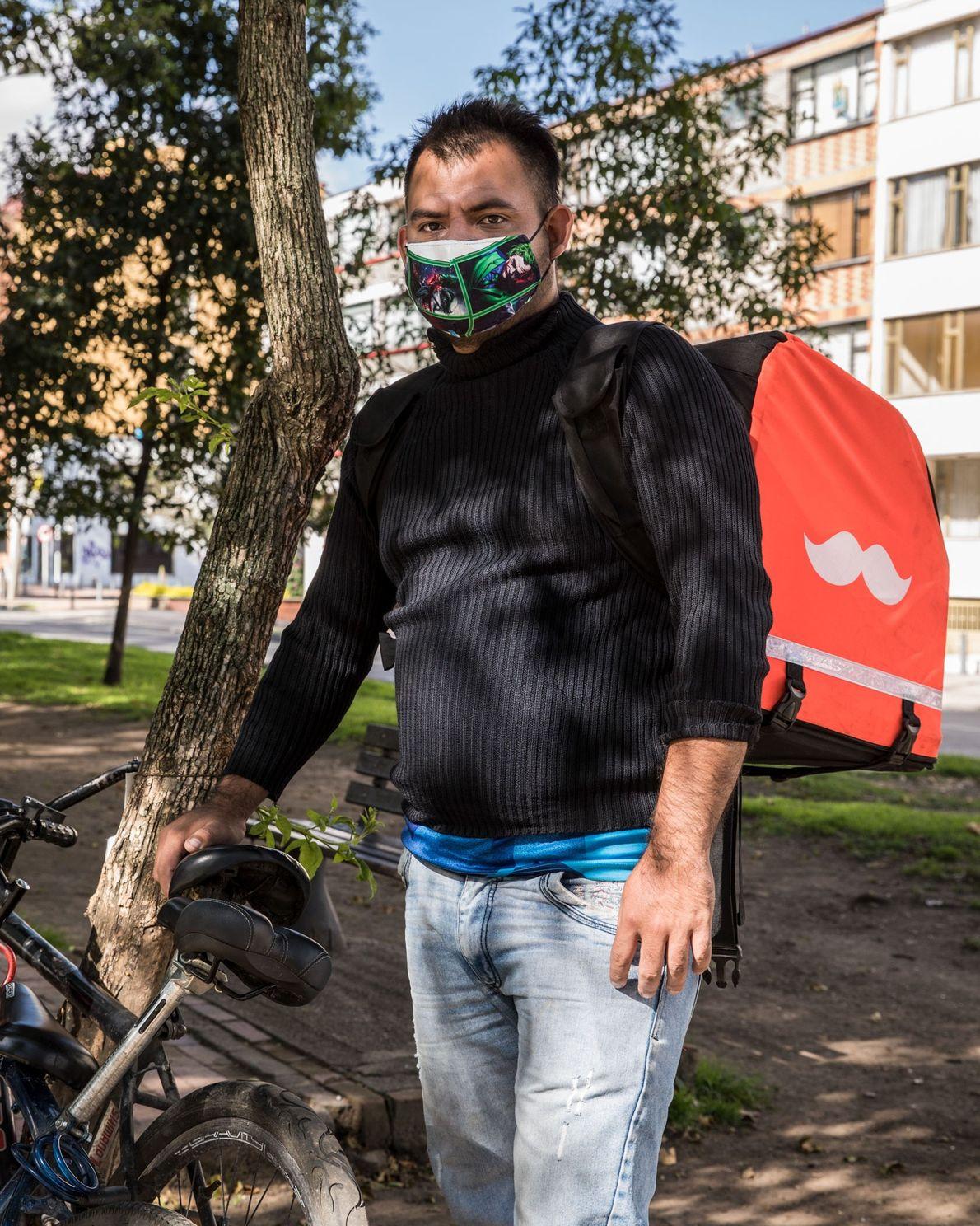 """""""Nada es lo mismo... nada es lo mismo"""", dice el repartidor Víctor Manuel Silva, quien vino ..."""