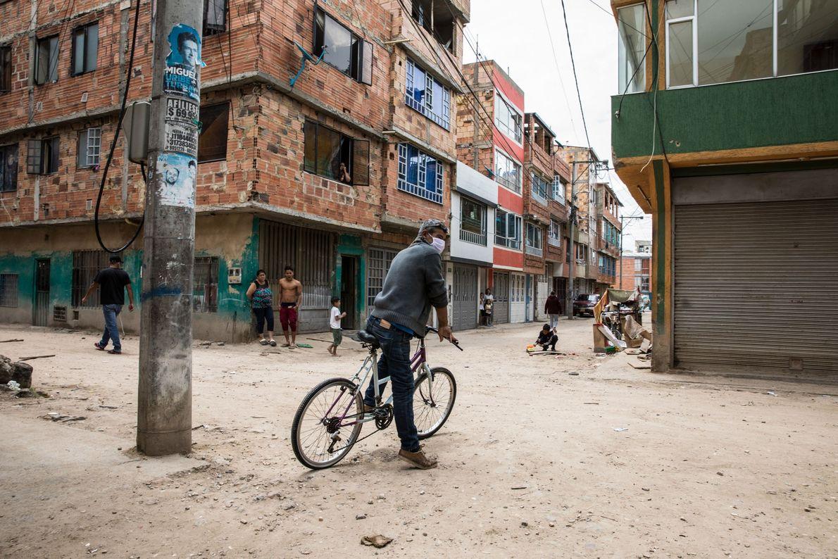 Muchos edificios en Unir II son el hogar de refugiados venezolanos, que a menudo viven en ...