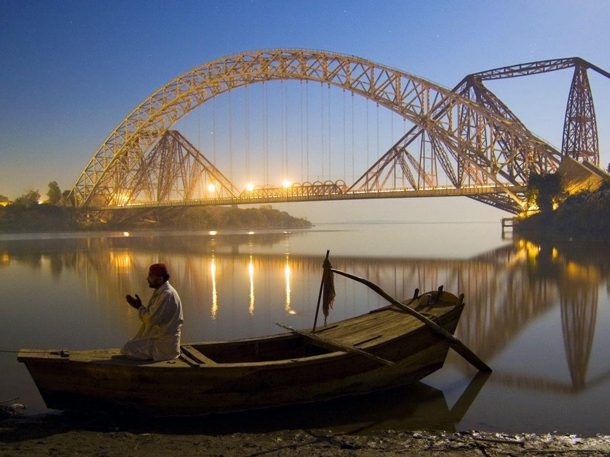 Sukkur es una famosa ciudad de Pakistán, ubicada en la orilla occidental del río Indo. Uno ...