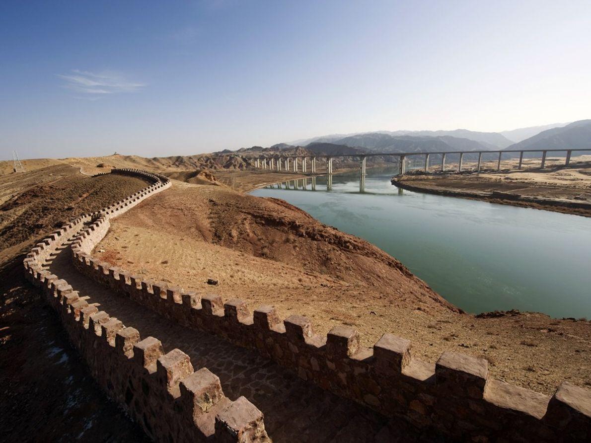 La Gran Muralla China, Patrimonio Histórico de la Humanidad de la UNESCO, y el río Amarillo ...