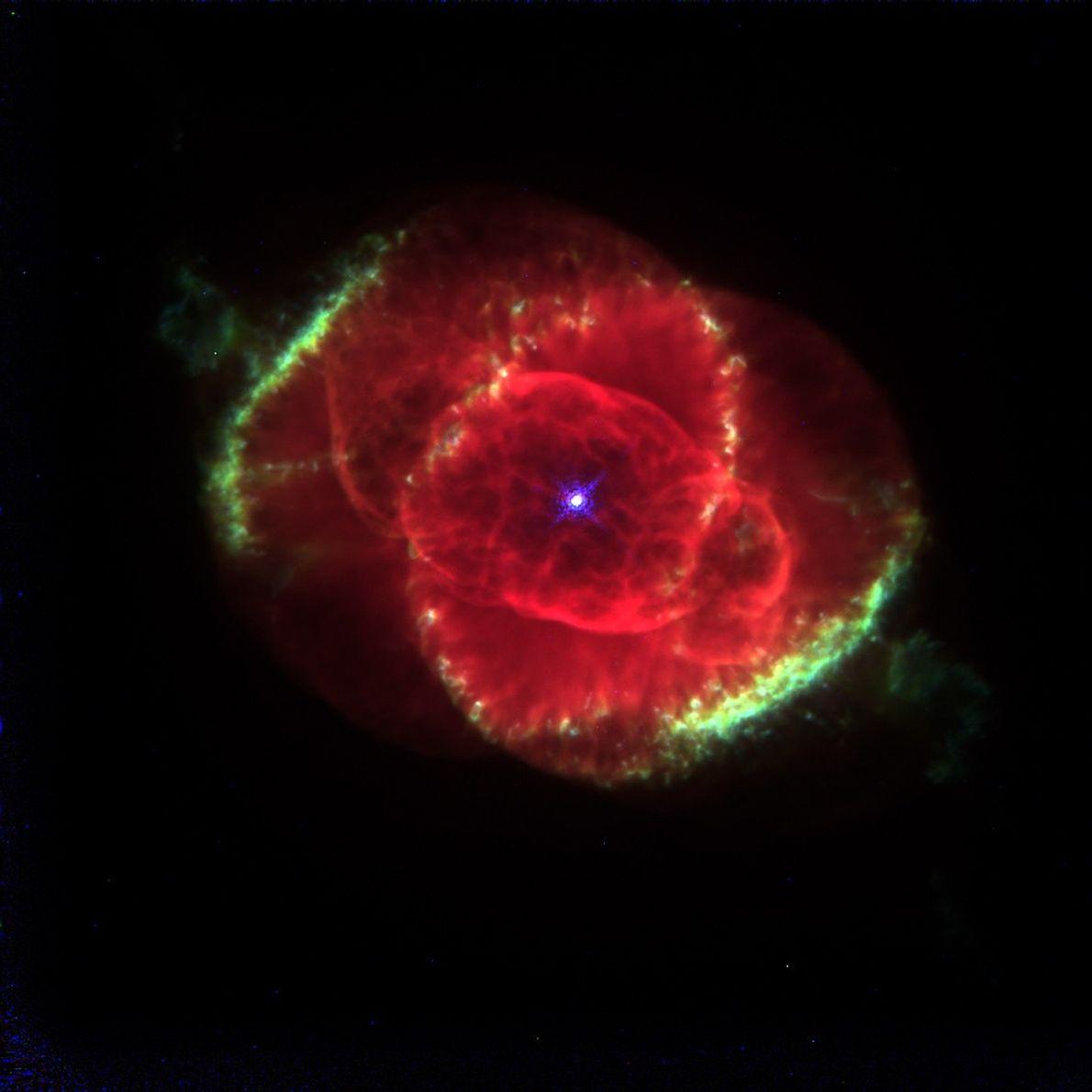 Este retrato de 1995 de la Nebulosa Ojo de Gato en la constelación de Draco se ...
