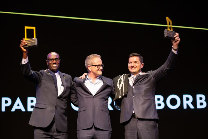 Leonidas Nzigiyimpa (reconocido con el National Geographic Society/Buffett Awardfor Leadership in African Conservation 2018), Jonathan Baillie ...