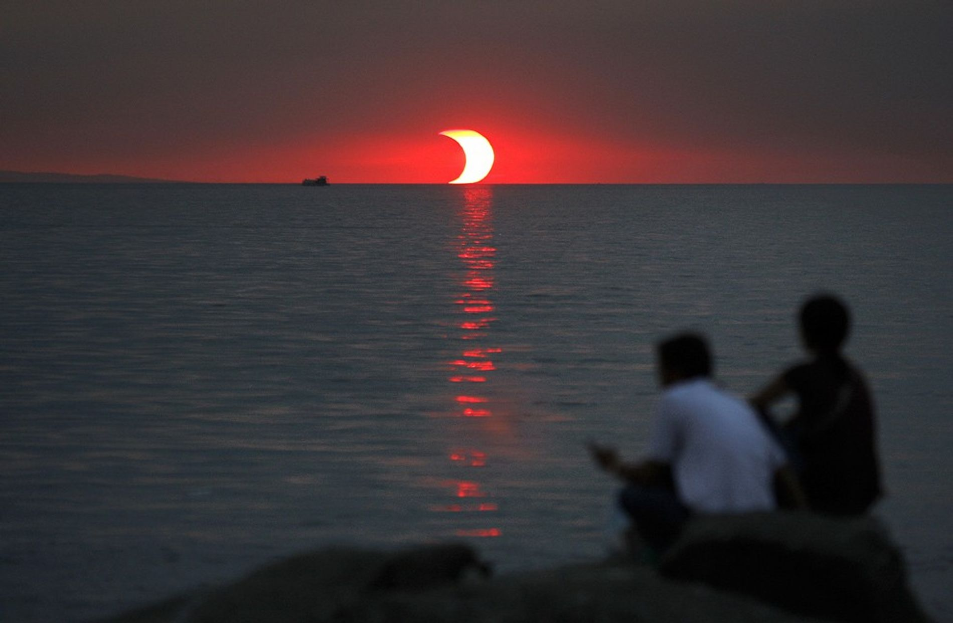 solar eclipses cause wind