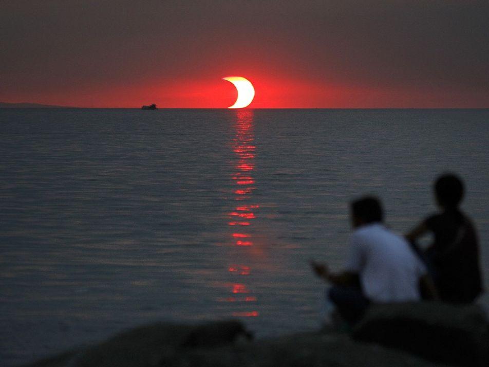 Los eclipses solares cambian, ligeramente, el tiempo en la Tierra