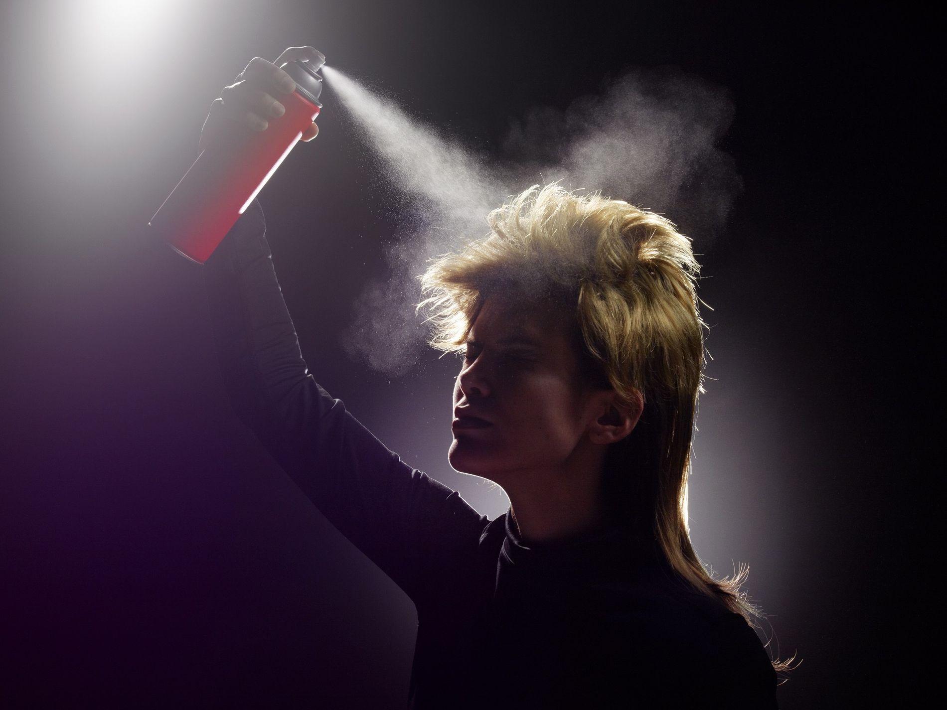 A veces, los envases de aerosoles contienen sustancias denominadas clorofluorocarbonos, o CFC, que agotan la capa ...