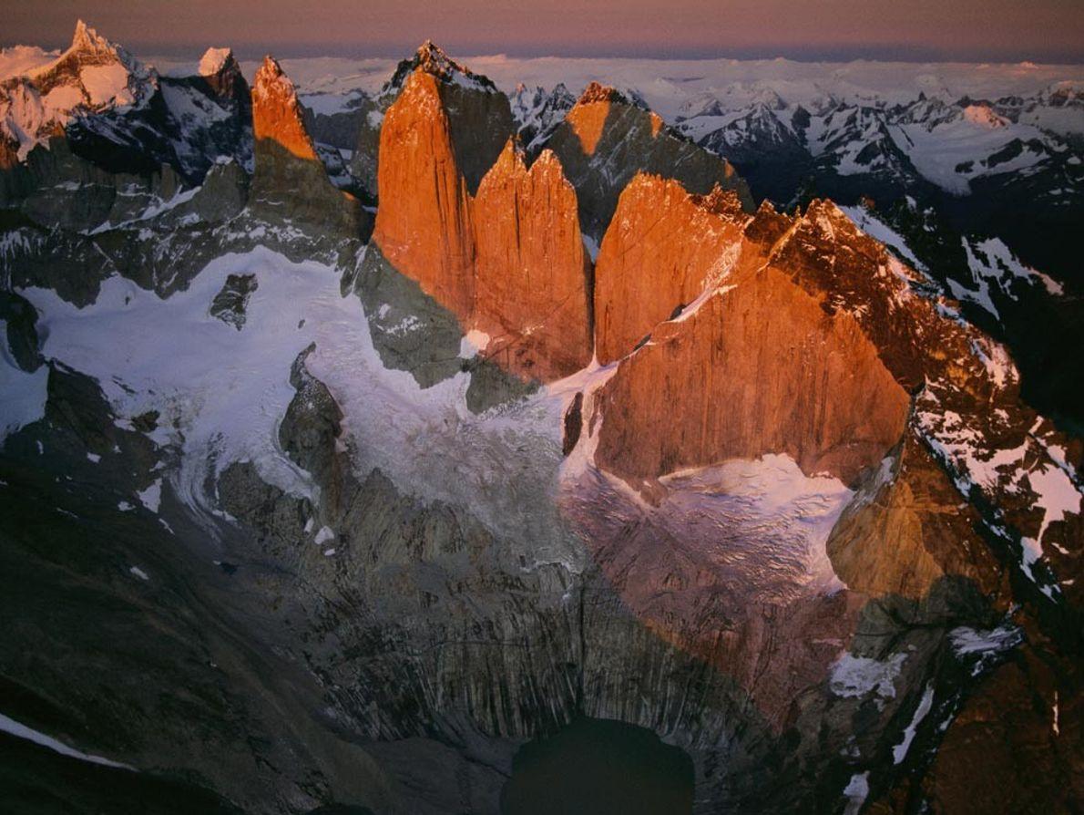 La salida del sol calienta el extremo sur helado de los Andes durante un extraño intervalo ...