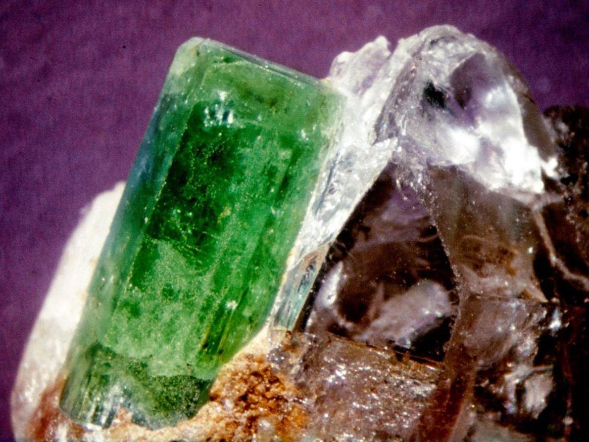 Cuando el mineral berilo adquiere un color verde, se conoce como esmeralda. Algunas de las mejores ...