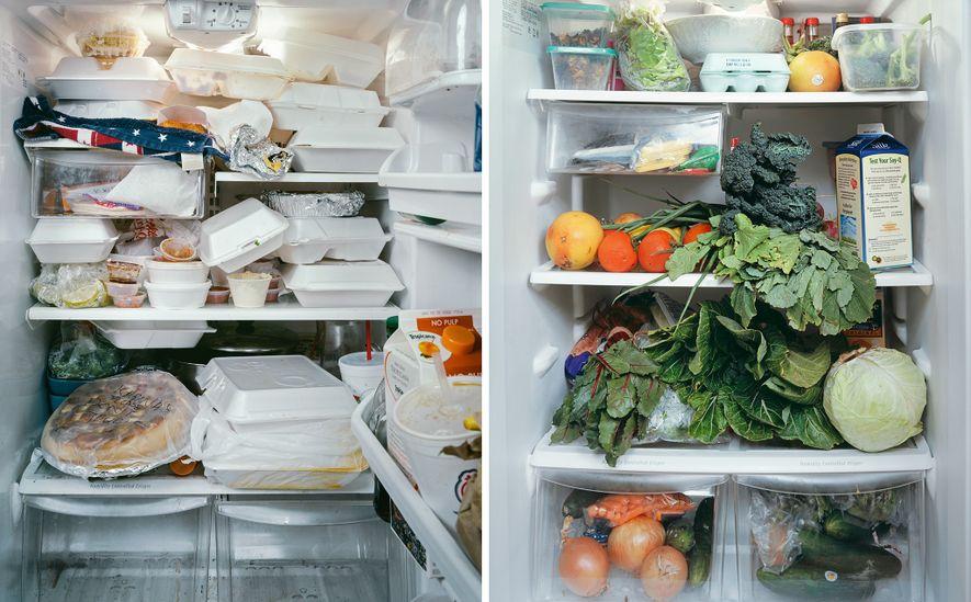 Un refrigerador que se derrama con recipientes para llevar (a la izquierda) hace que sea difícil ...