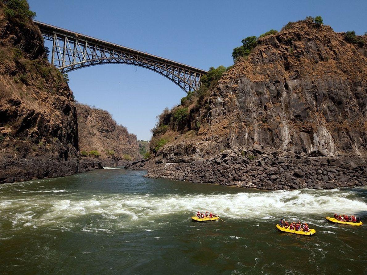 Cuanto más bajos sean los niveles del agua del Zambeze, más apasionante es la ruta de ...