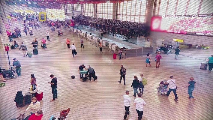 Alerta Aeropuerto: Encuentra el delito 2