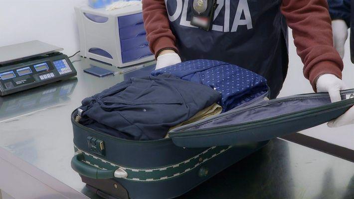 La historia detrás de unos pijamas no convence a la Policía | Alerta Aeropuerto Roma