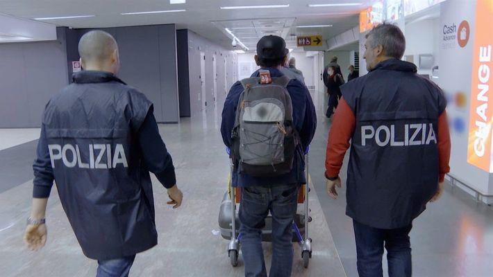 Dos valijas repletas de comida levantan sospechas | Alerta Aeropuerto Roma