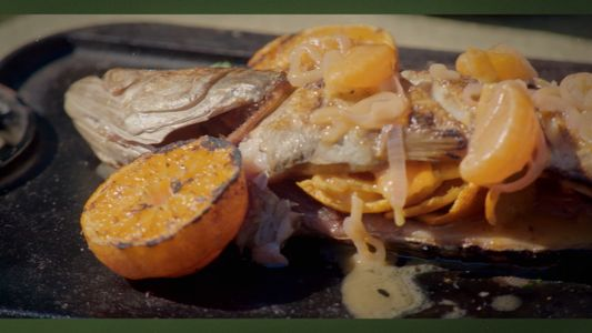 Pez gallineta entero con mantequilla blanca de satsuma | Gordon Ramsay: Sabores Extremos