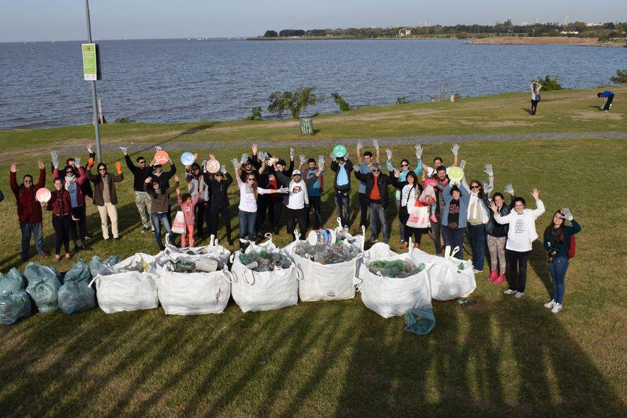 Imagen de las jornadas de limpieza de 2018 en Vicente López, provincia de Buenos Aires, Argentina. ...