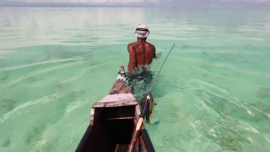Bucea con los maestros pescadores de Malasia