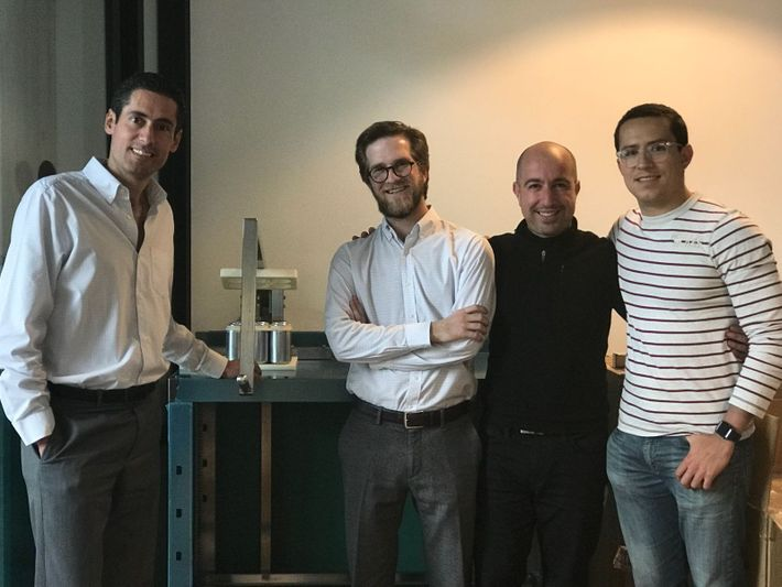 De izquierda a derecha: Jorge Reynoso (Co-fundador y CEO), Ricardo Mulás (CFO), Marco Vega (Co-fundador) y ...