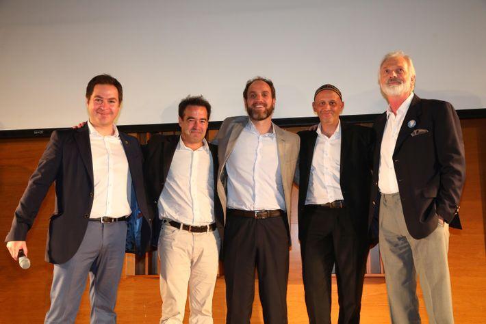 De izquierda a derecha: Alex Muñoz, director para América Latina de Pristine Seas; Emiliano Ezcurra, vicepresidente ...