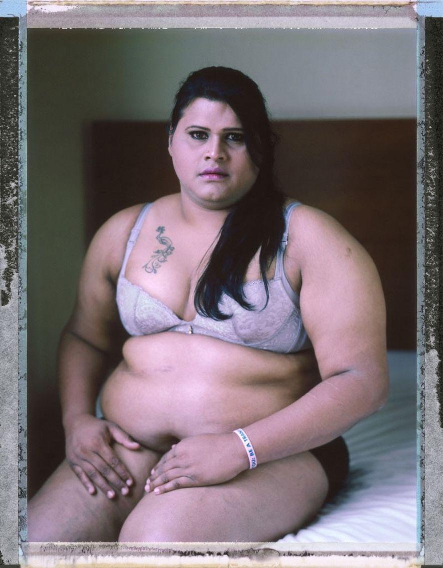 Abinaya Jayaraman, mujer transgénero, de 33 años. Su familia rechazó su identidad de género y ella ...