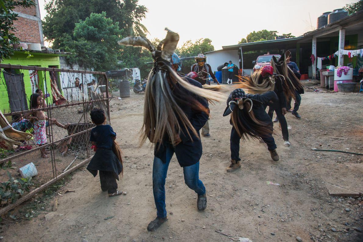 """Diablos de Collantes, Cuajinicuilapa, Guerrero, México, 2017 - """"La danza de los diablos es una danza ..."""