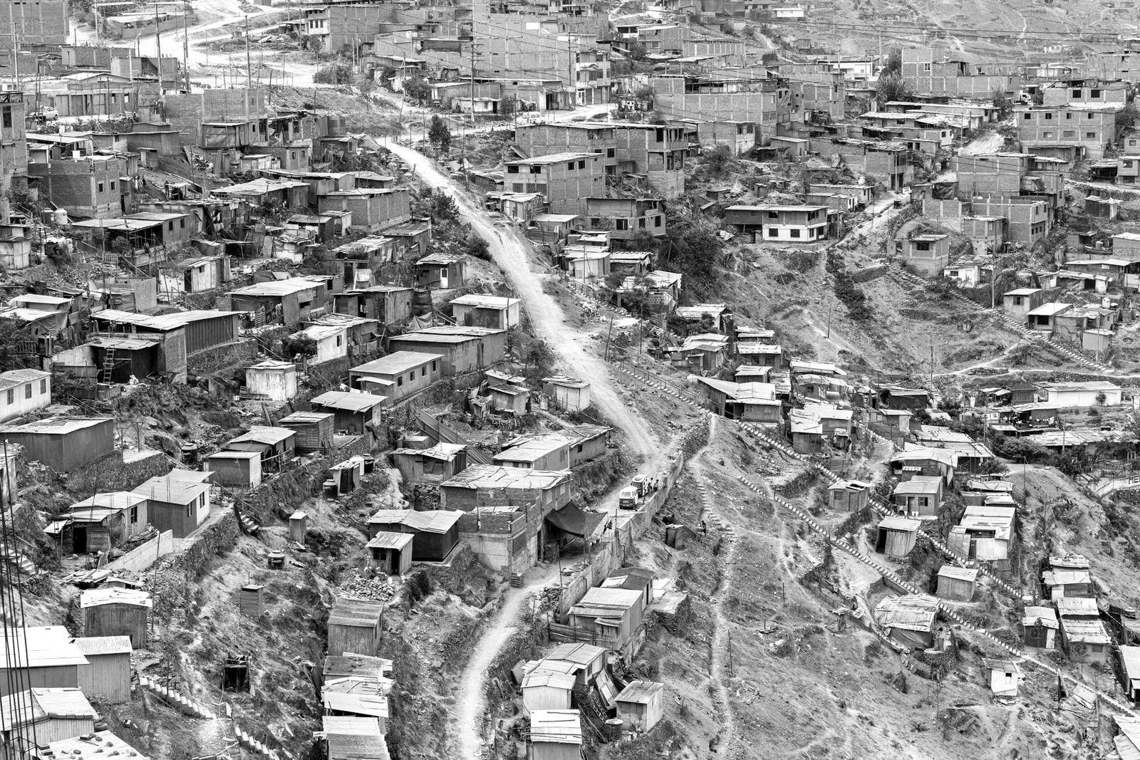 """""""La dificultad de la geografía y la falta de planificación y ordenamiento territorial, ha llevado a ..."""