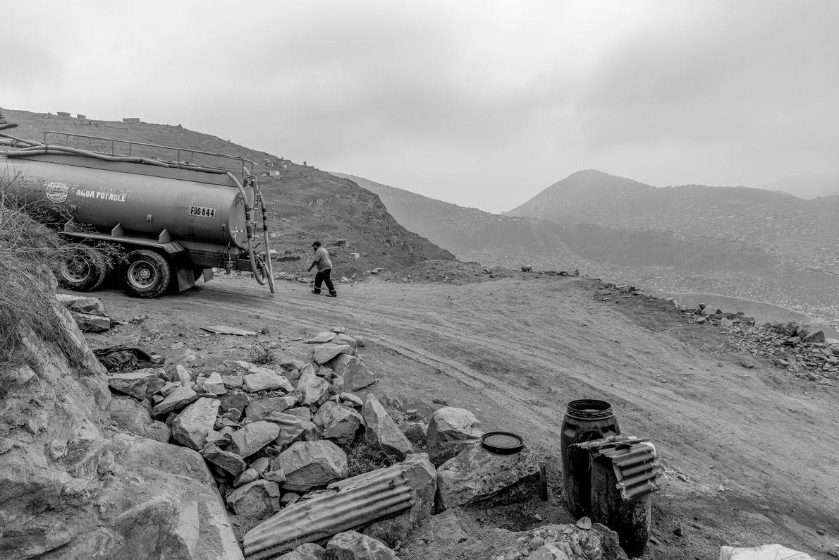 """""""Solo hay un camión cisterna que llega a las ultimas viviendas del sector de 'Hijos de ..."""