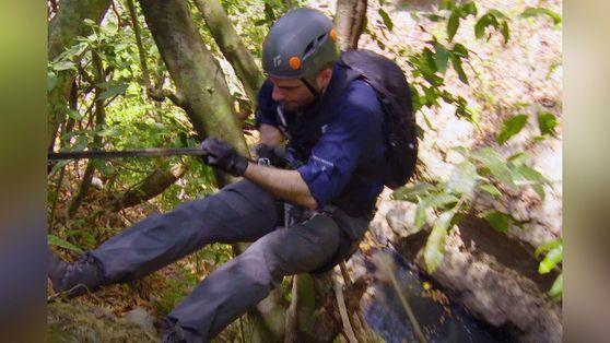 Explorando la jungla con Zachary Quinto | Salvajemente Famosos