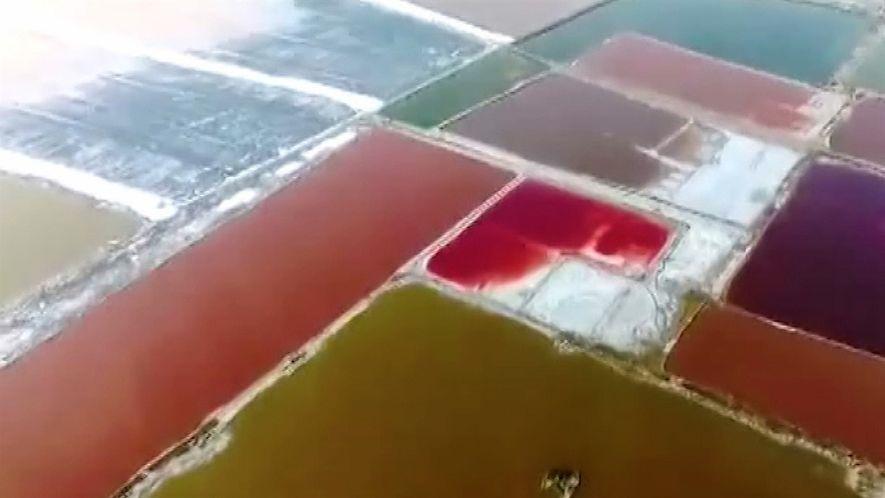 ¿Por qué el Mar Muerto de China se tiñe de los colores del arcoíris?