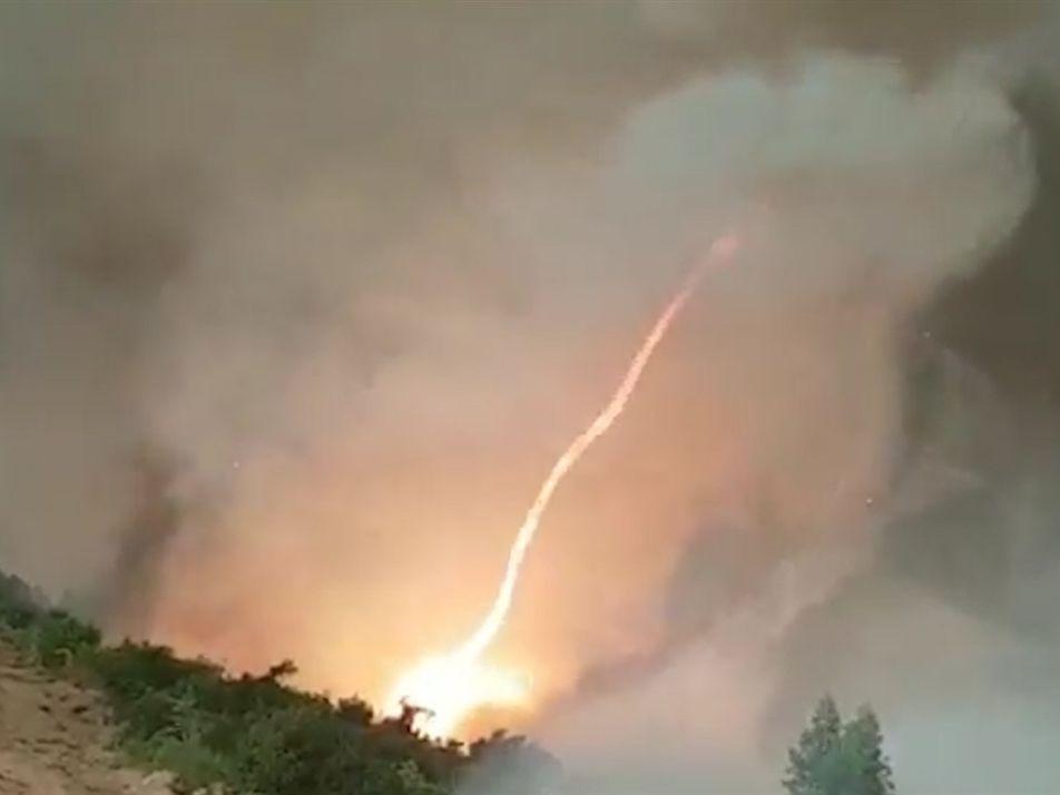 Observa cómo se genera un tornado de fuego a partir de un incendio forestal