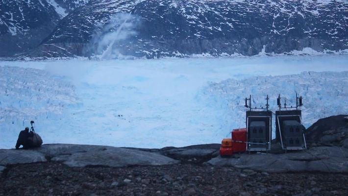 Mira cómo un iceberg de más de 6 kilómetros se desprende de un glaciar de Groenlandia