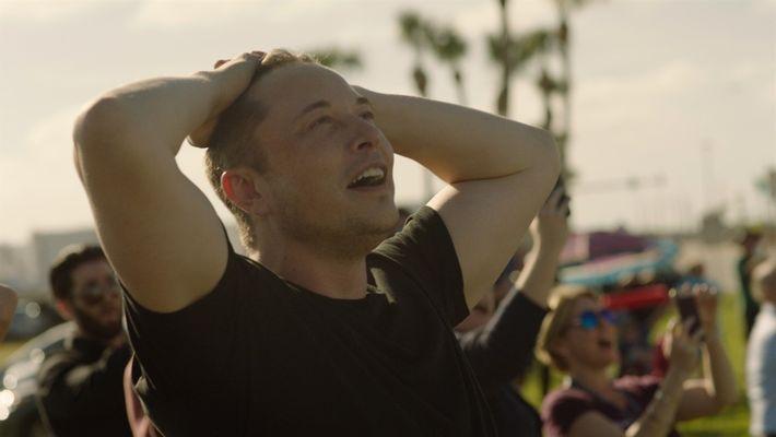 Detrás de escena: Elon Musk celebra el lanzamiento del Falcon Heavy
