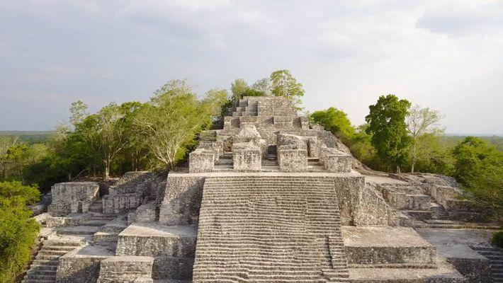 Imágenes de una antigua cueva de sacrificios maya en Belice