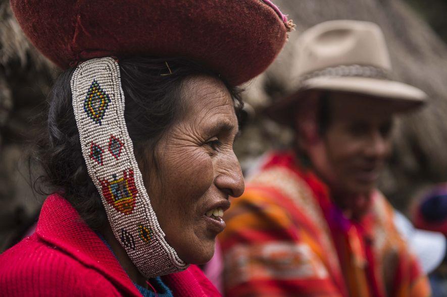 Una familia de campesinos peruanos en el Valle Sagrado de los Incas le enseña a Gordon ...