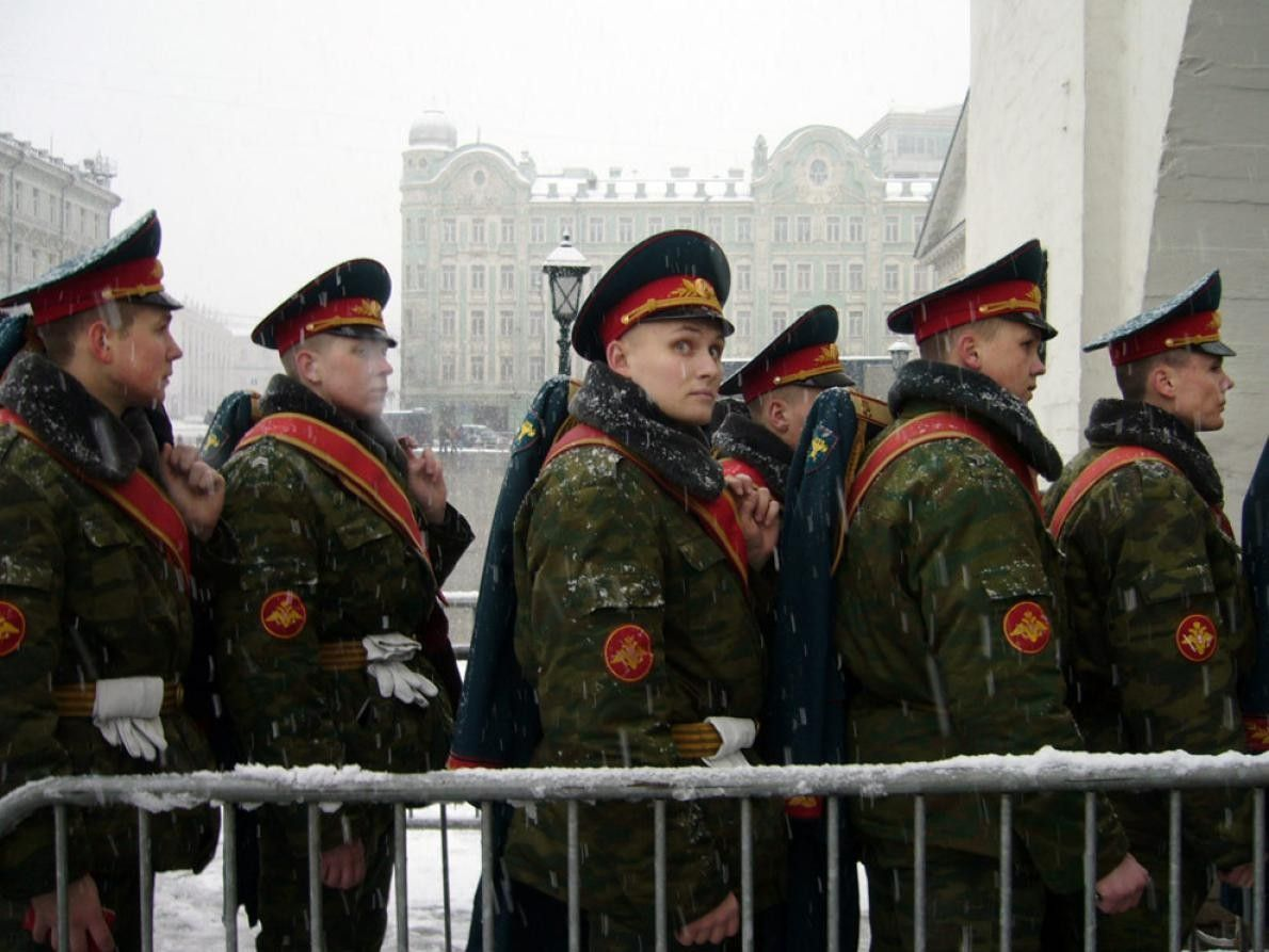 SOLDADOS EN KREMLIN, MOSCÚ