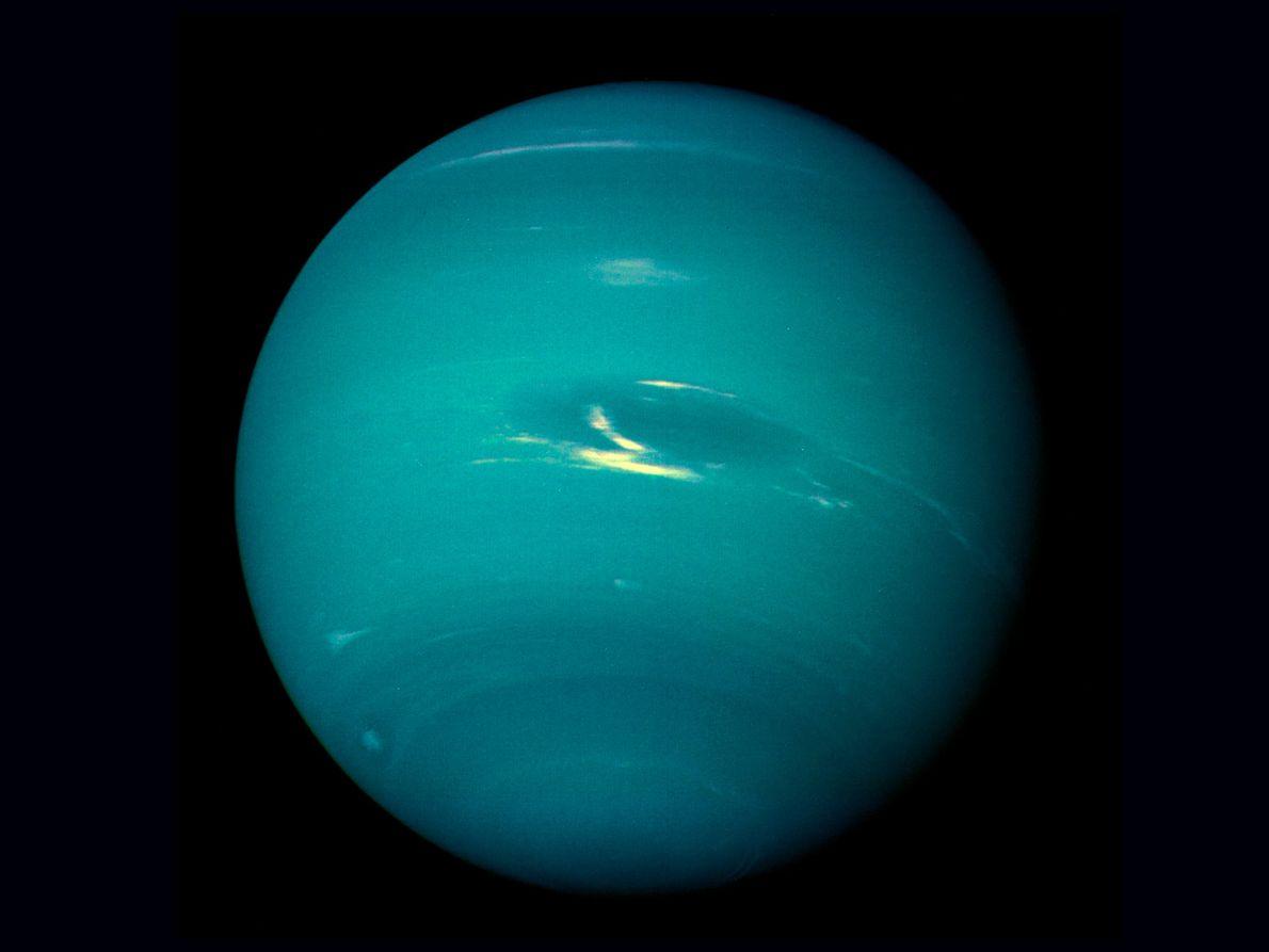 La Voyager 2 completó su sobrevuelo planetario final el 25 de agosto de 1989, mientras se ...