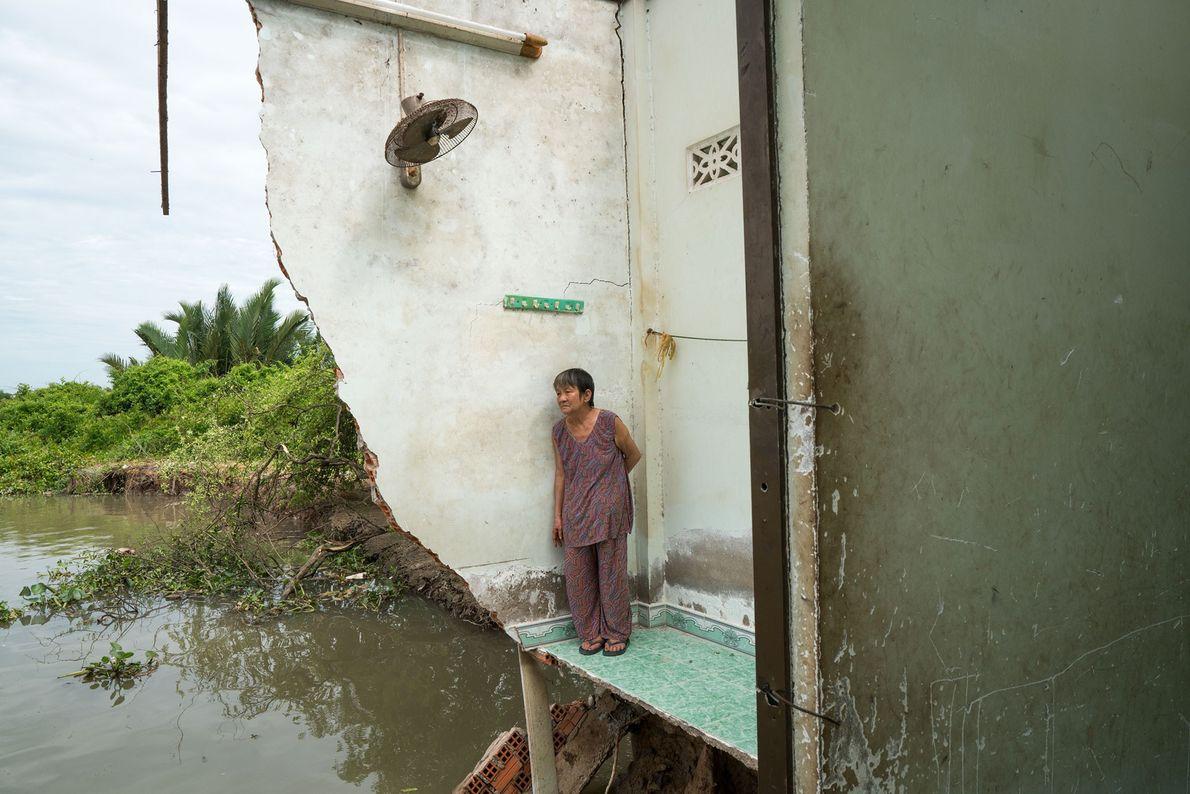 En julio de 2017, Ba Tu, 72, regresó a lo que quedaba de su hogar en ...