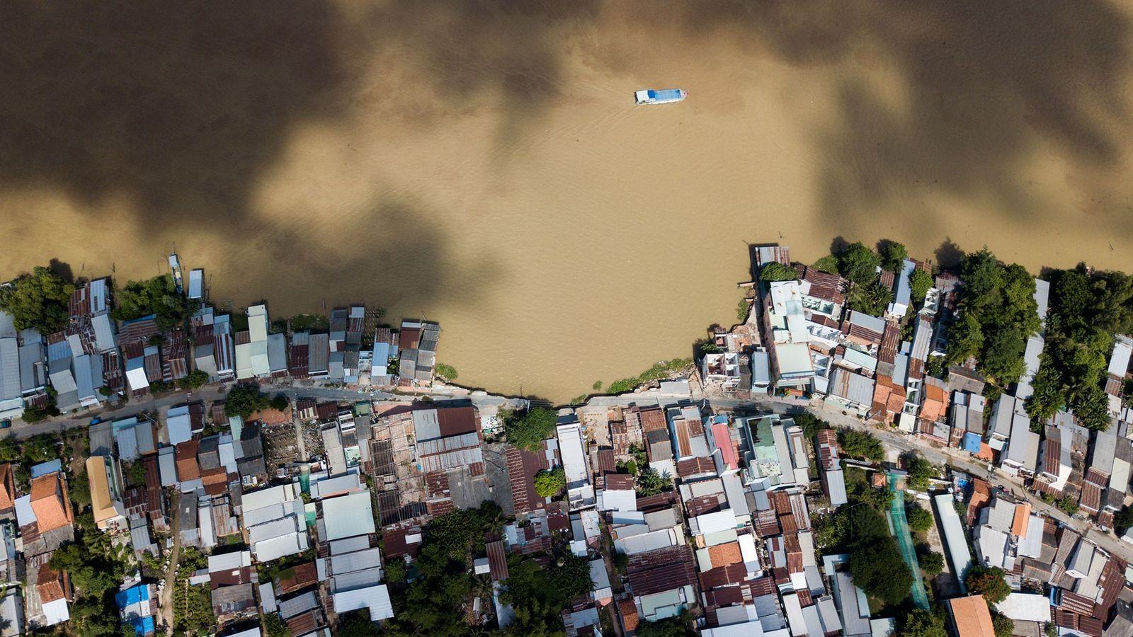 En la provincia de An Giang, Vietnam, se extiende media milla de ribera junto al río ...