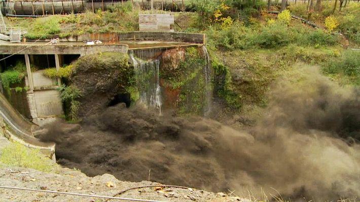 Espectacular video de la retirada de una represa