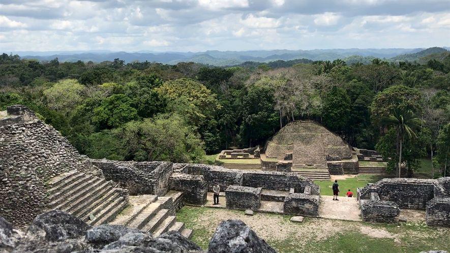 Escala templos antiguos y vive otras aventuras en las ruinas mayas más grandes de Belice