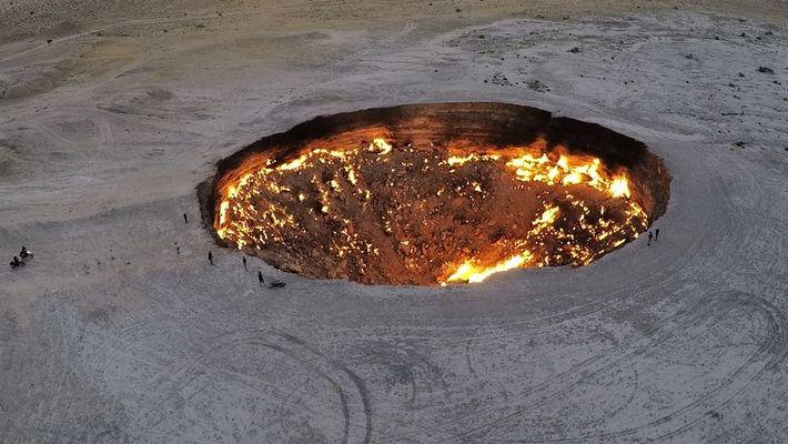 """Conoce la ardiente """"puerta al infierno"""" de Turkmenistán"""