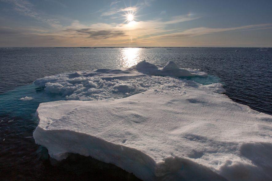 Banquisas flotan en el estrecho de Fram entre Svalbard y Groenlandia.
