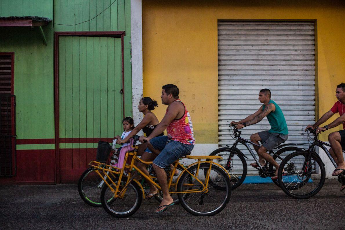 Tráfico de bicicletas en Afuá.