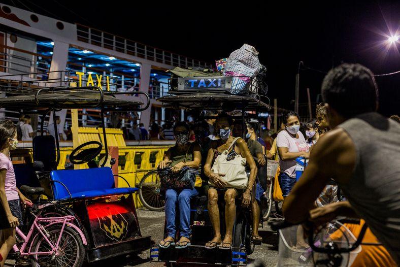 Las horas pico en Afuá varían: depende de la llegada de ferries que transportan pasajeros y ...